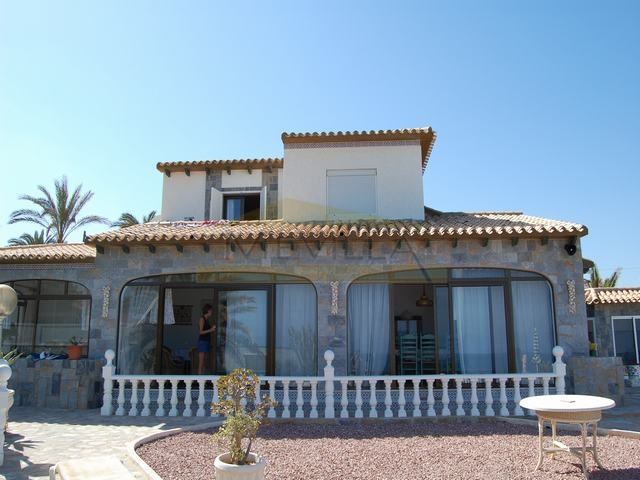 HOUSE FOR SALE IN CABO ROIG