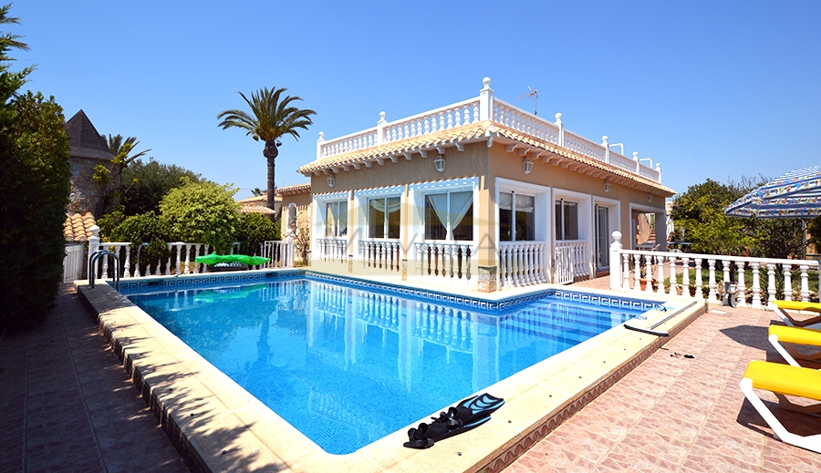 BEACHSIDE VILLA IN CABO ROIG
