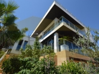Luxury villa with modern design in Campoamor, for sale