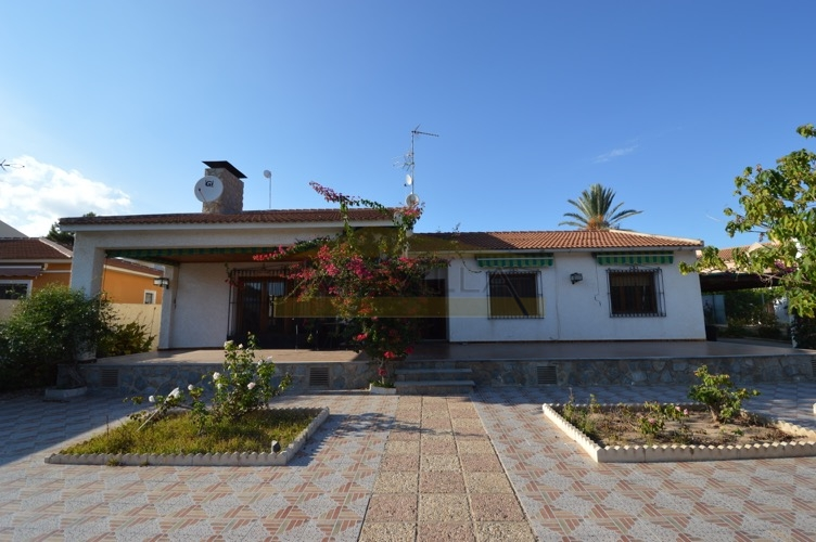 Older villa, in good conditions but in need of some refurbishment for sale in Dehesa de Campoamor, Orihuela Costa