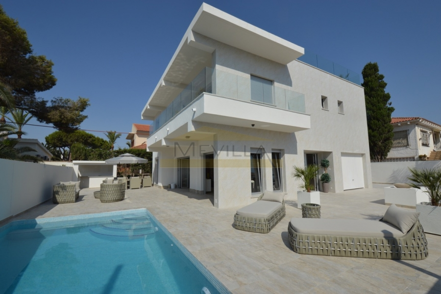 MODERN AND STYLE VILLA IN CABO ROIG