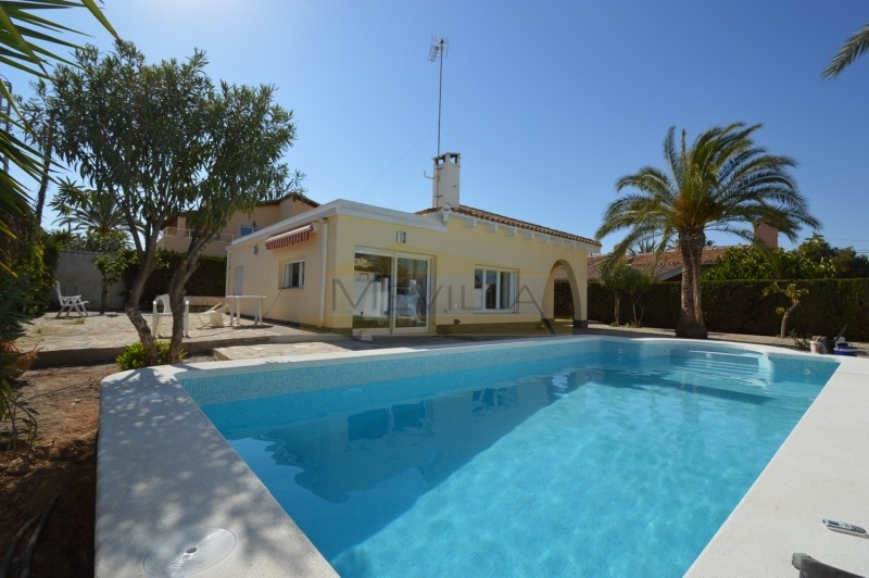 BEAUTIFUL VILLA IN THE EXCLUSIVE URBANIZATION OF CABO ROIG