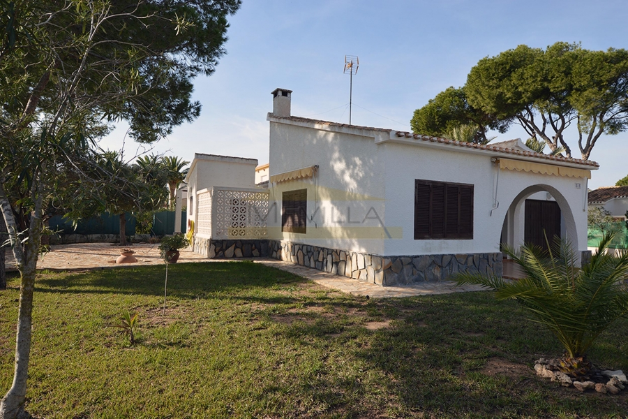 BEAUTIFUL VILLA ON ONE FLOOR 300 METERS FROM THE BEACH IN CABO ROIG