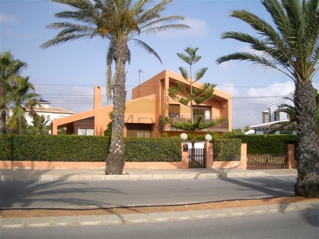 VILLA WITH SEAVIEWS IN CABO ROIG
