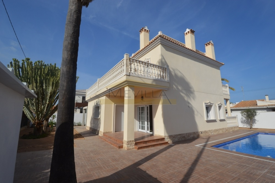THE NEWLY BUILT VILLA IS DENISE IN CABO ROIG ON A 515 M2 LARGE PLOT 300 METERS FROM THE BEACH