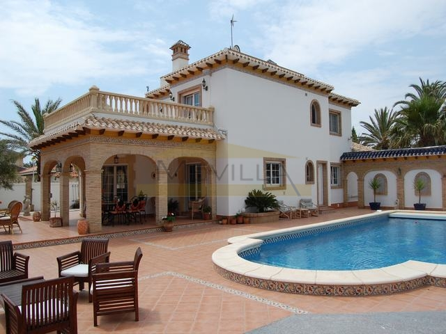 LUXURY VILLA IN THE BEST AREA OF THE COAST IN CABO ROIG
