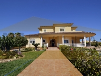 BEAUTIFUL VILLA WITH SEAVIEWS ON BIG PLOT IN CABO ROIG